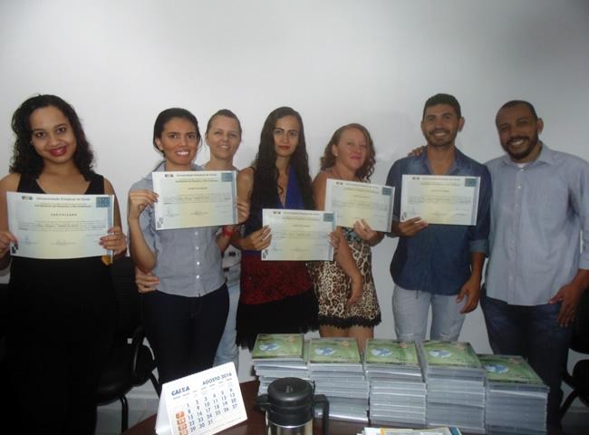 Concluíntes da Pós-Graduação Lato Sensu em Estudos Literários recebem seus certificados