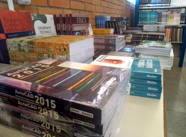 Fundação de Apoio (FAUEG-POSSE) faz aquisição de acervo bibliográfico para o Câmpus
